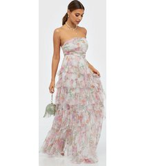 anaya bandeau printed tiered maxi dress maxiklänningar