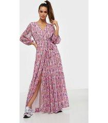 y.a.s yasesmeralda wrap 3/4 dress - show maxiklänningar