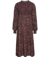 midiklänning med paisleymönster