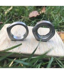 stalowy pierścionek sygnetowy