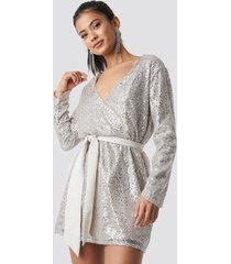hannalicious x na-kd oversized tied waist sequin dress - silver