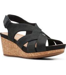 women's clarks un capri step platform wedge sandal, size 10 w - black