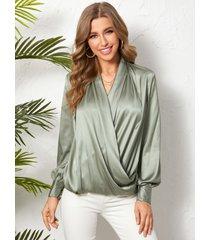 blusa de manga larga con diseño cruzado frontal de satén de yoins