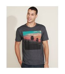 camiseta masculina retrato de paisagem manga curta gola careca cinza mescla escuro