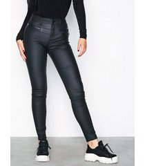 nly trend detailed coated pants byxor