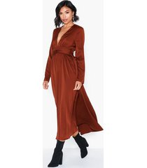 glamorous long sleeve satin dress loose fit