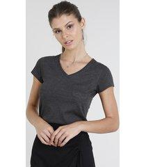 blusa feminina básica com bolso manga curta decote v cinza mescla escuro