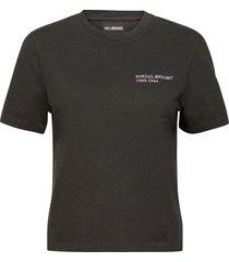 artwork tee t-shirts & tops short-sleeved svart han kjøbenhavn