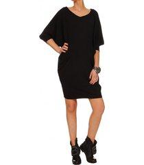 sukienka czarna typu nietoperz