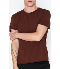 filippa k m. roll neck tee t-shirts & linnen wine