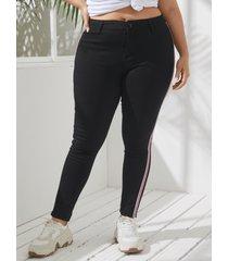 pantalones de rayas de parche con diseño de botones de diseño de bolsillo