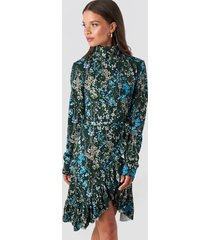 na-kd trend high neck floral wrap dress - multicolor
