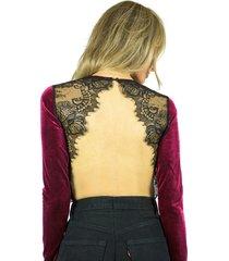 body liage manga comprida detalhes em renda preta decote nas costas veludo vinho