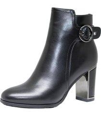 bota negra marta sixto