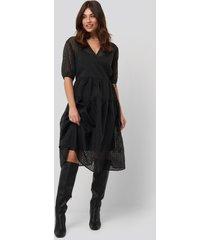 na-kd trend short puff sleeve wrap dress - black