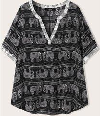 camicetta etnica a maniche corte con scollo a v stampa elefanti plus
