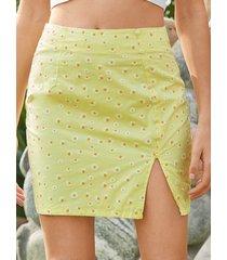 minifalda con aberturas y dobladillo calicó con estampado de margaritas