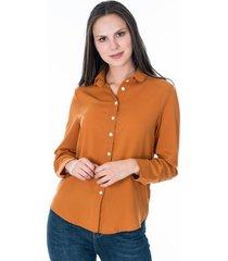camisa para dama color camel con botones frontales y en manga