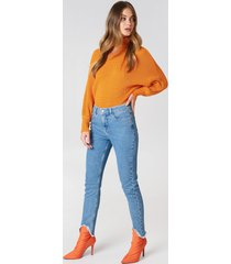 na-kd skinny asymmetric hem denim - blue