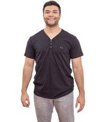 camiseta 4as manga curta gola v flam㪠com botãµes - preto - masculino - dafiti
