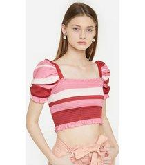 camiseta con escote cuadrado y manga puff
