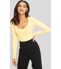 na-kd basic round neck body - yellow