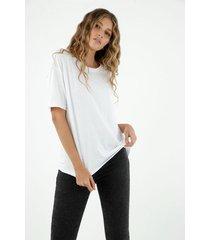 camiseta de mujer, silueta oversized, cuello redondo, manga corta color blanco