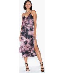 nly trend high slit slip dress loose fit