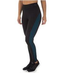 calça legging oxer recorte e textura - feminina - preto/verde escuro