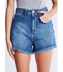 short jeans hot pants com barra desfiada