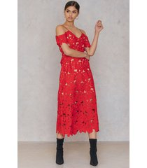 na-kd boho cold shoulder crochet midi dress - red