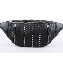 pochete feminina com tachas preta