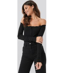 ivana santacruz x na-kd off shoulder babylock detail body - black