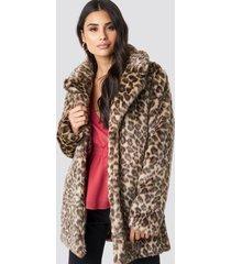 dilara x na-kd fluffy leo jacket - multicolor
