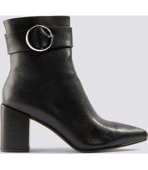 chloé b x na-kd buckle boots - black