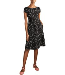 boden amelie print jersey dress, size 16 in black/chalky pink spot at nordstrom