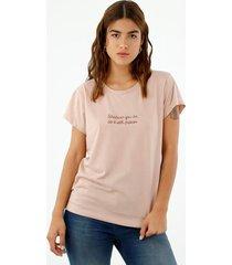 camiseta de mujer, silueta confort de cuello redondo manga corta, con apliques bordados