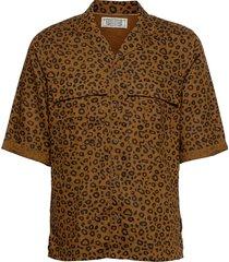 all-over printed shortsleeve shirt with hawaiian details kortärmad skjorta brun scotch & soda
