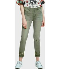 pantalón desigual verde - calce ajustado