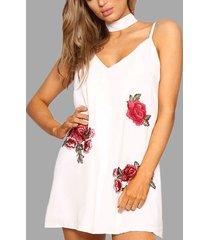 blanco sin mangas con bordado de rosas al azar sexy cuello en v halter mini vestido con gargantilla