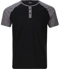 camiseta descanso con pechera color negro, talla l