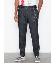 topman charcoal tapered trousers byxor grey
