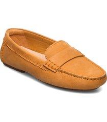 c mocc loafers låga skor gul clarks