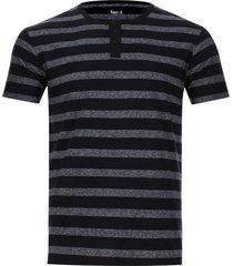 camiseta descanso a rayas