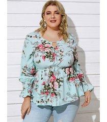 blusa de manga larga con cuello redondo y estampado floral fruncido recortado de talla grande