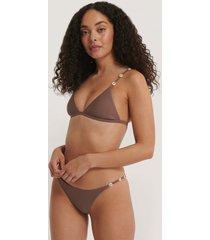 na-kd swimwear sea shell detail thin strap bikini panty - brown