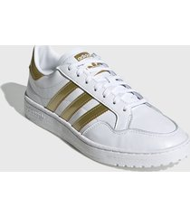 zapatilla blanca adidas originals team court