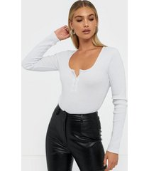 missguided rib button scoop neck body bodys