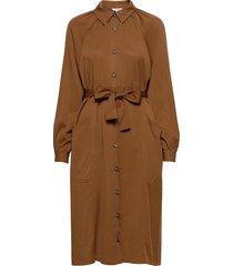 asmine knälång klänning brun mbym