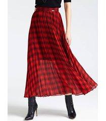 długa spódnica w szkocką kratę